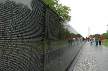VN War Memorial w people strolling & 58,220 names